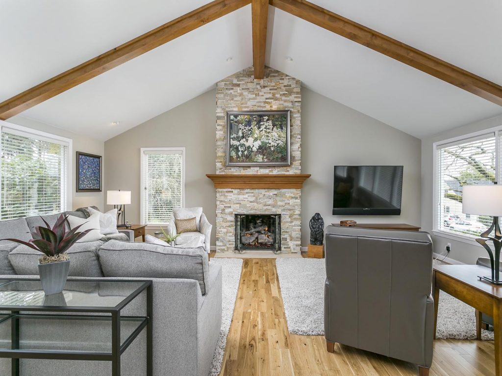 Vaulted Ceiling w/Exposed Beams
