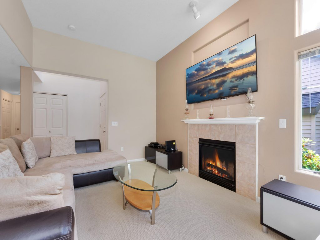 10731 SW Canterbury Ln Unit-007-11-Living Room-MLS_Size