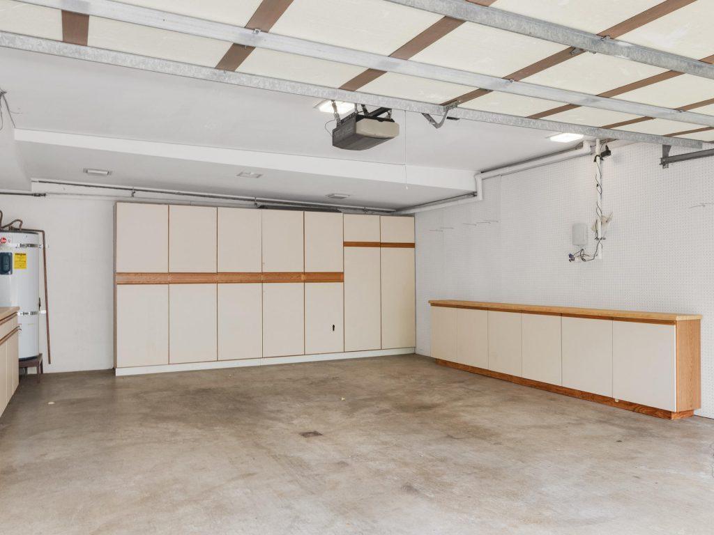 2530 SW Scenic Dr Portland OR-MLS_Size-035-19-Garage-1920x1440-72dpi