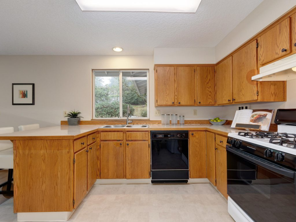 7425 SW Canyon Dr Portland OR-009-13-Kitchen-MLS_Size