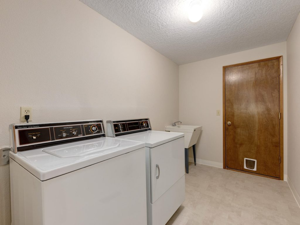 7425 SW Canyon Dr Portland OR-019-9-Laundry-MLS_Size