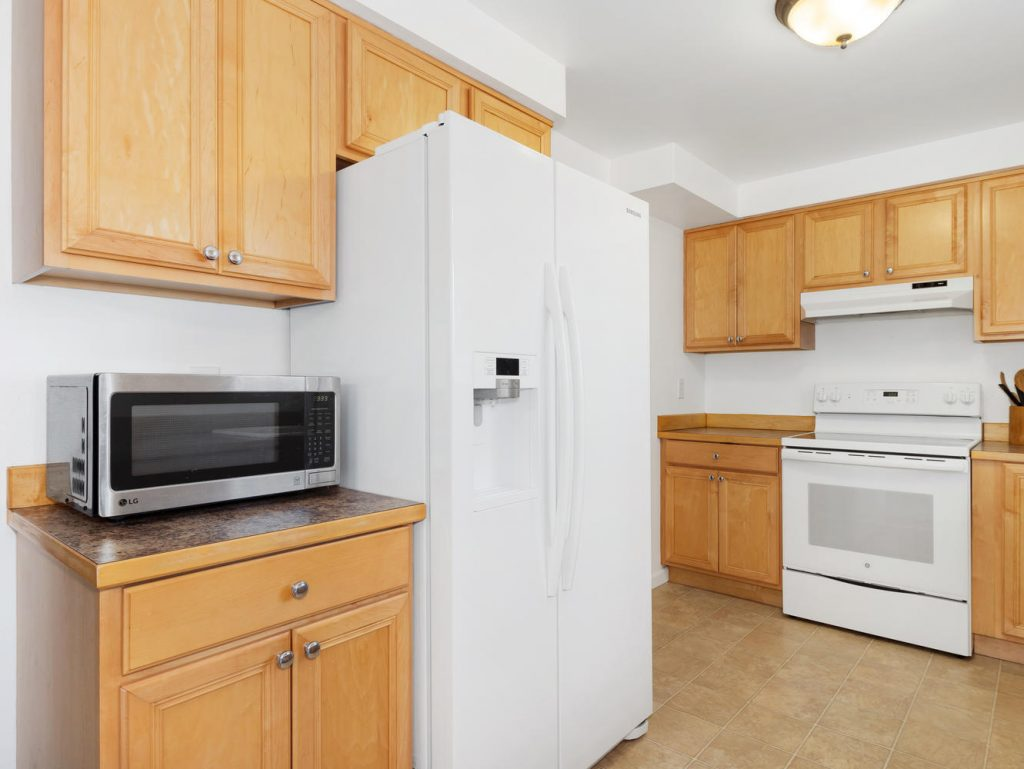 1672 NE 12th Ave Hillsboro OR-large-005-9-Kitchen-1331x1000-72dpi