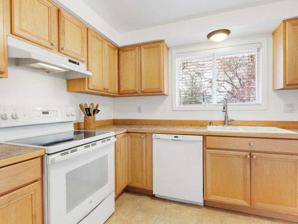 1672 NE 12th Ave Hillsboro OR-large-006-7-Kitchen-1331x1000-72dpi