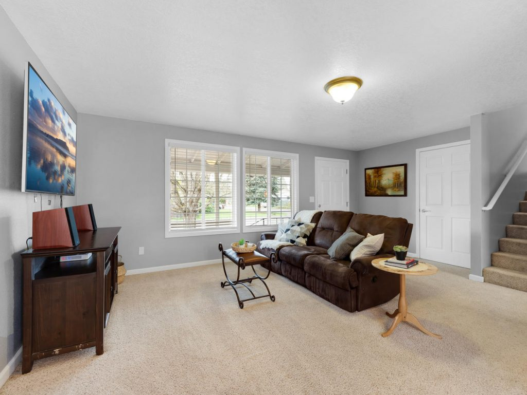 1672 NE 12th Ave Hillsboro OR-large-010-6-LivingEntry-1331x1000-72dpi