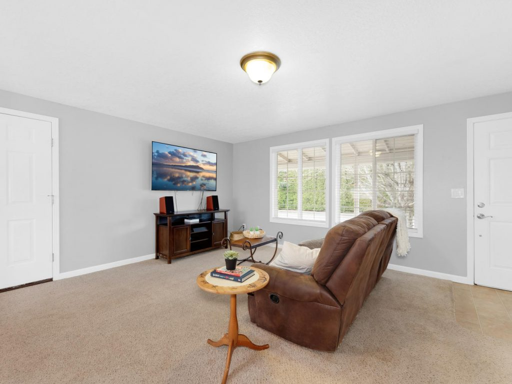 1672 NE 12th Ave Hillsboro OR-large-011-25-Living Room-1331x1000-72dpi