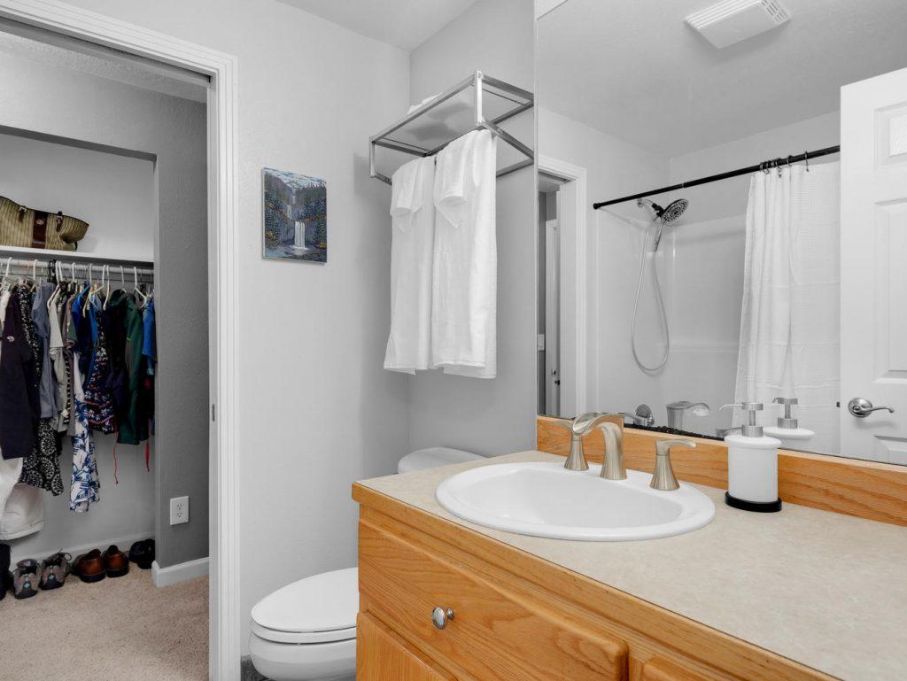1672 NE 12th Ave Hillsboro OR-large-016-8-Main Bath-1331x1000-72dpi