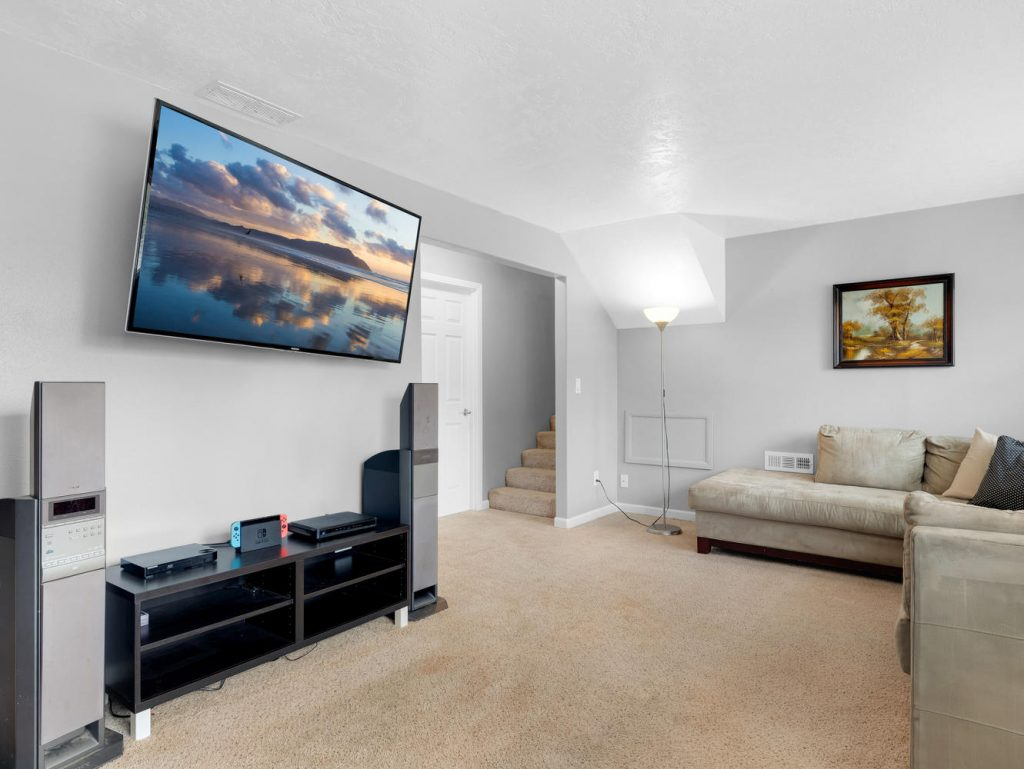 1672 NE 12th Ave Hillsboro OR-large-018-35-Family Room-1331x1000-72dpi