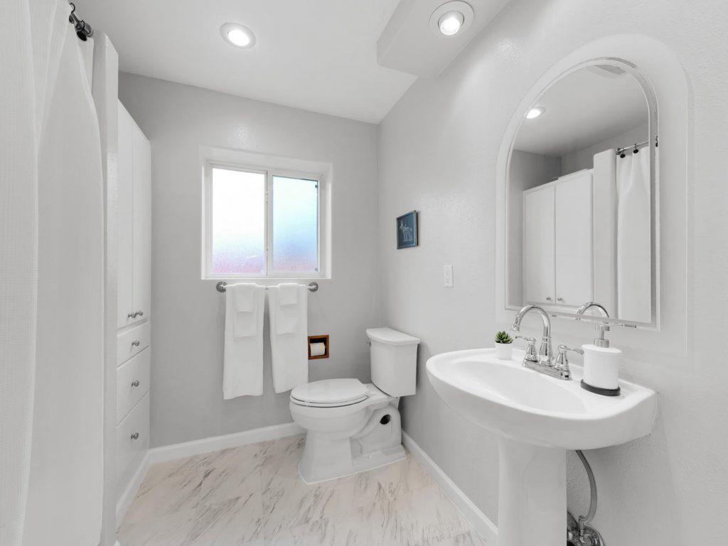 1672 NE 12th Ave Hillsboro OR-large-021-4-Downstairs Bath-1331x1000-72dpi