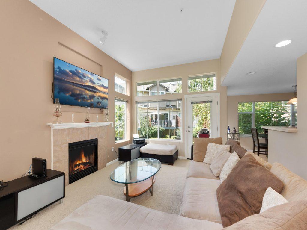 10731 SW Canterbury Ln Unit-008-12-Living Room-MLS_Size