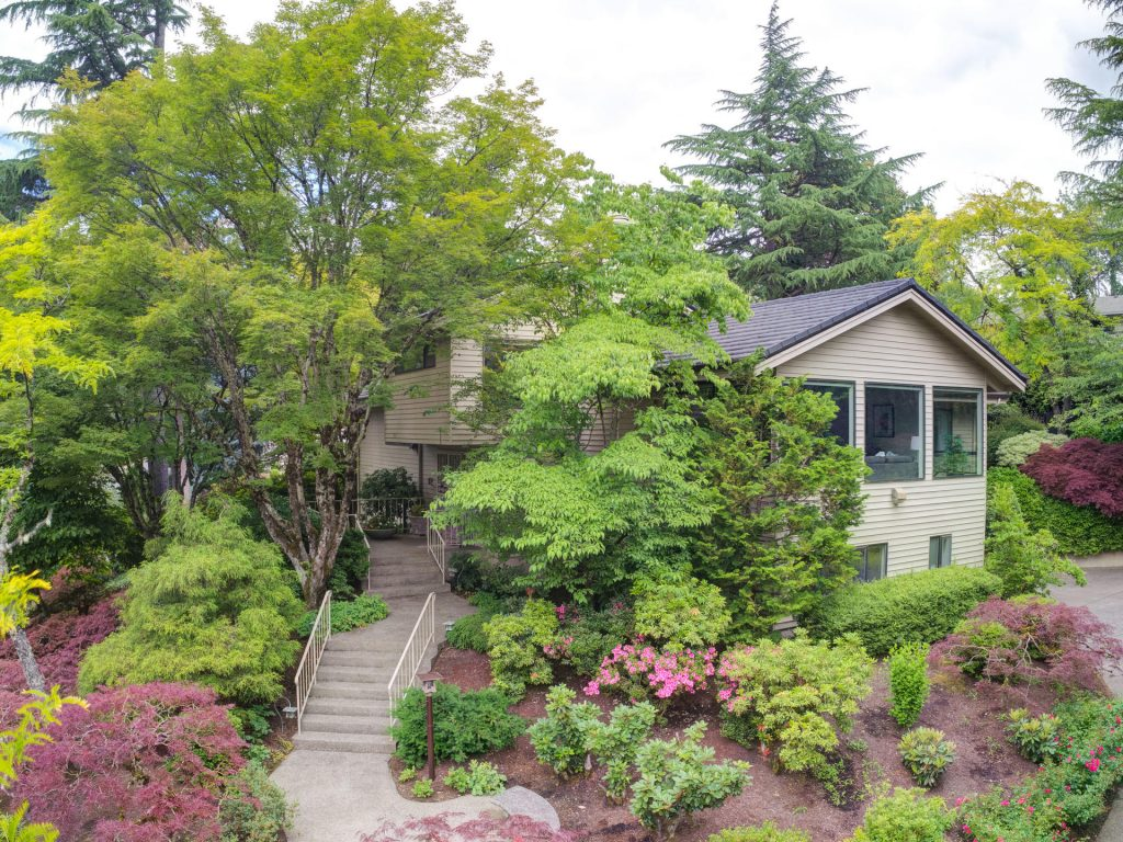 2530 SW Scenic Dr Portland OR-MLS_Size-007-41-Front 7-1920x1440-72dpi