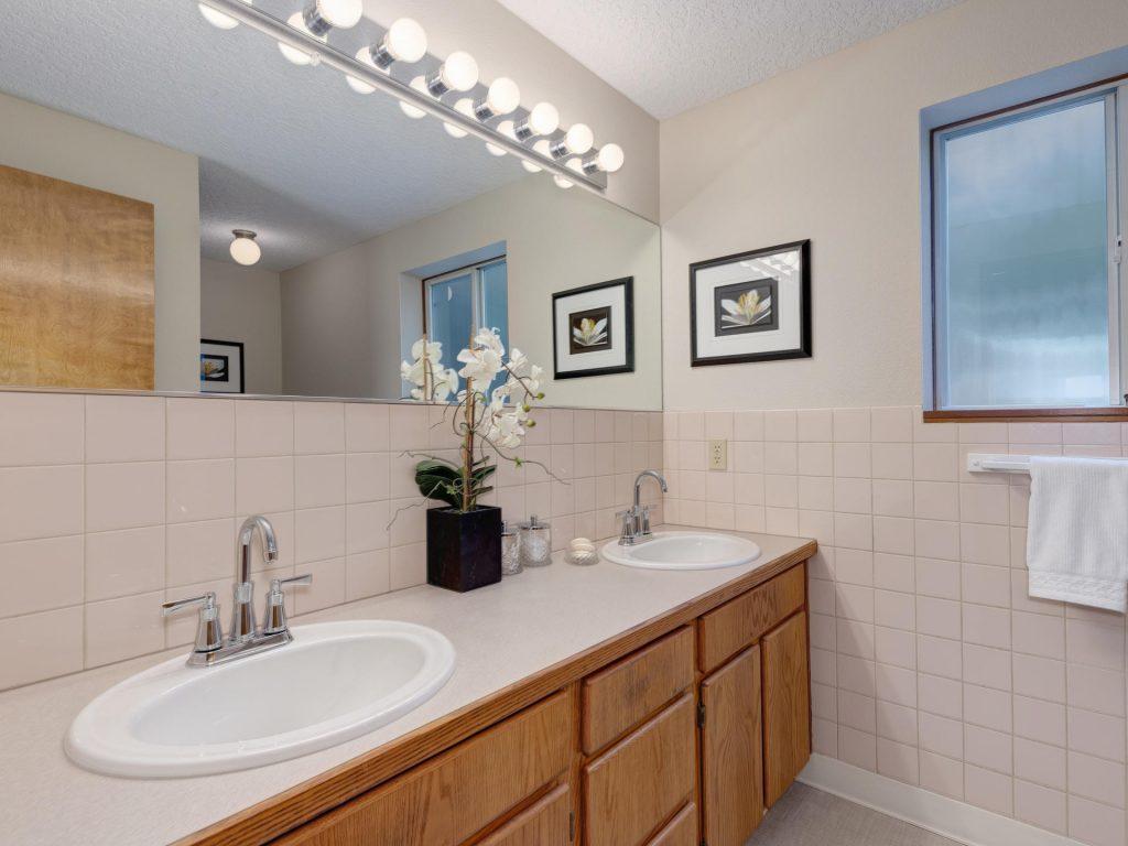 7425 SW Canyon Dr Portland OR-013-7-Master Bath-MLS_Size