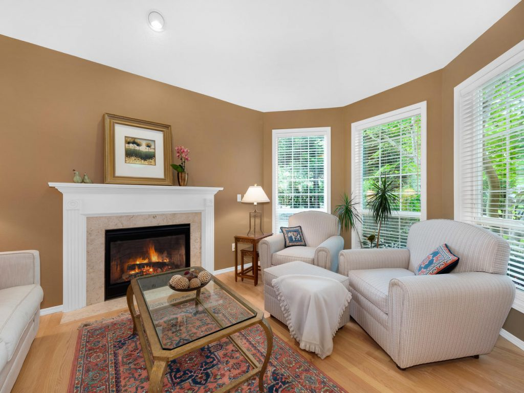 7437 SW 32nd Ave Portland OR-large-007-034-Living Room-1331x1000-72dpi