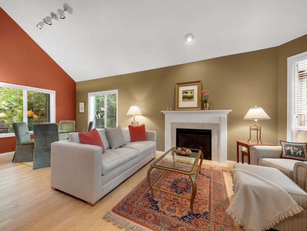 7437 SW 32nd Ave Portland OR-large-009-007-Living Room-1331x1000-72dpi