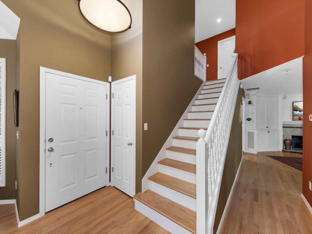 7437 SW 32nd Ave Portland OR-large-012-010-Entry and Stairway-1331x1000-72dpi