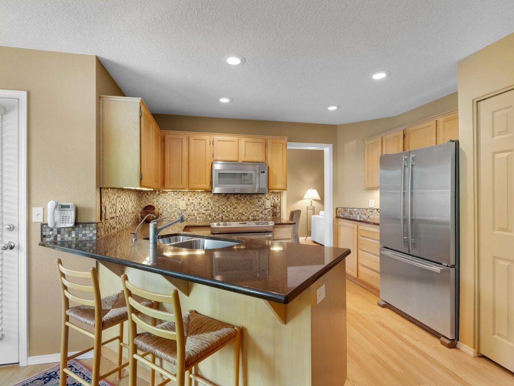 7437 SW 32nd Ave Portland OR-large-016-003-Kitchen-1331x1000-72dpi