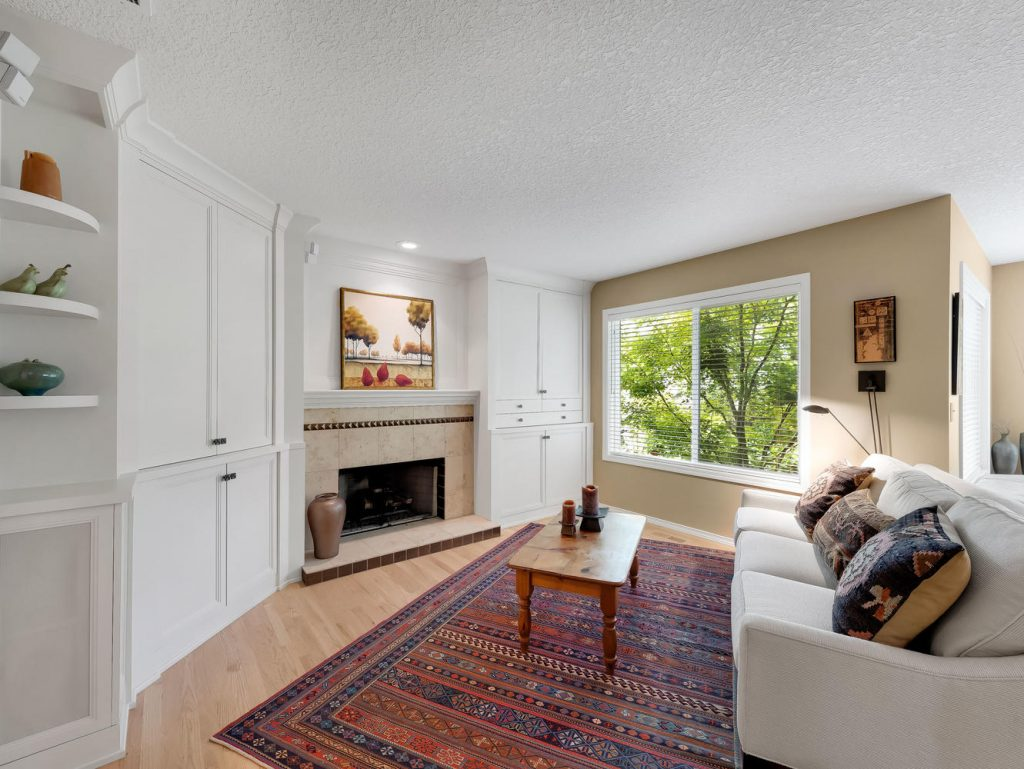7437 SW 32nd Ave Portland OR-large-018-020-Family Room-1331x1000-72dpi