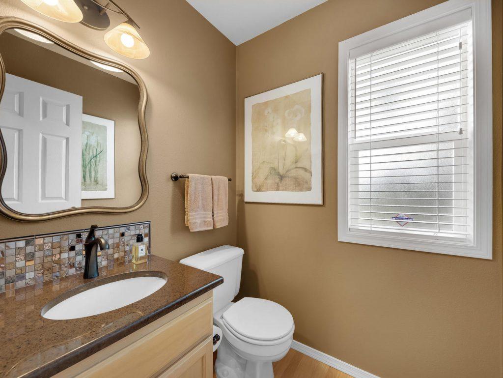 7437 SW 32nd Ave Portland OR-large-020-033-Powder Bath-1331x1000-72dpi