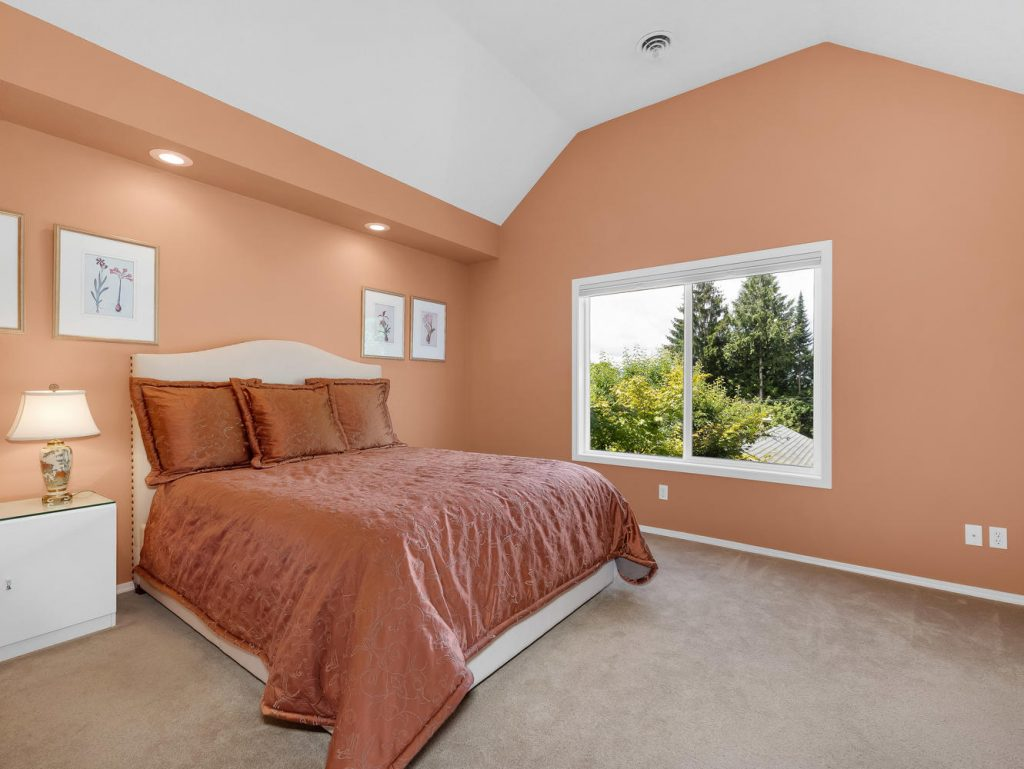 7437 SW 32nd Ave Portland OR-large-021-022-Master Suite-1331x1000-72dpi