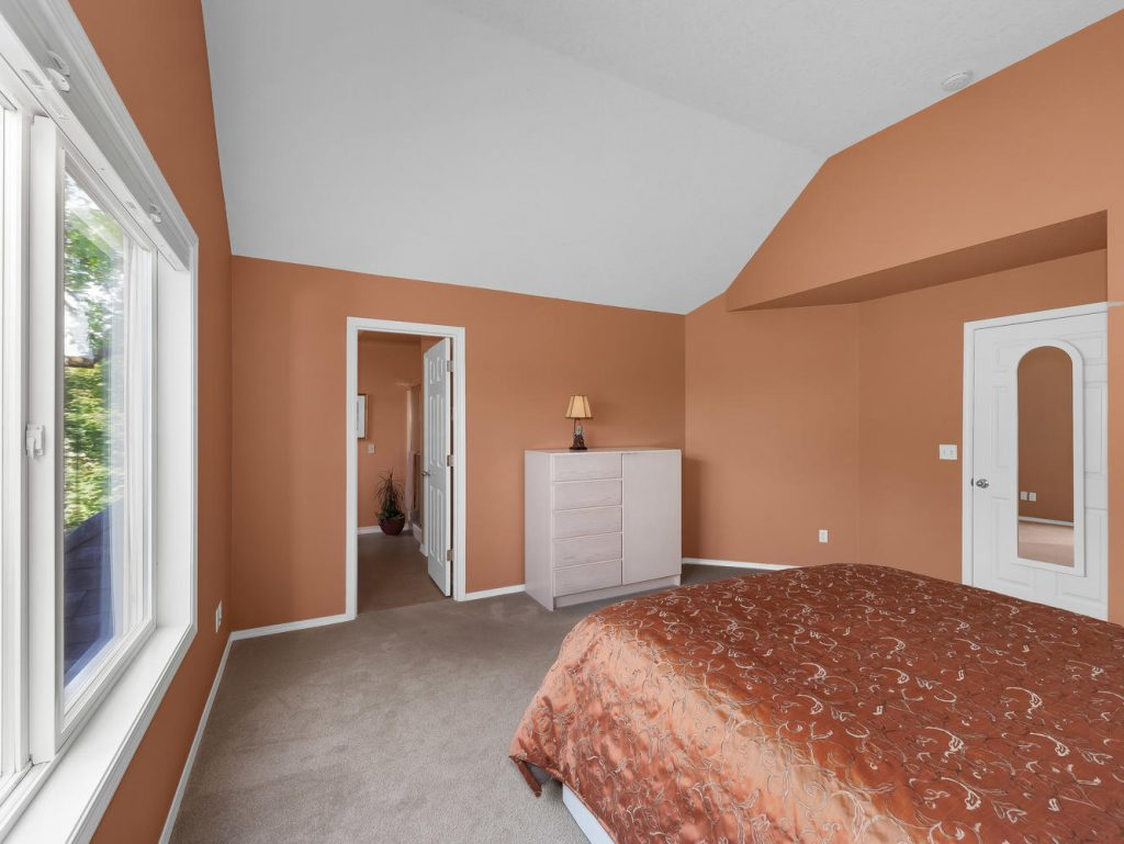 7437 SW 32nd Ave Portland OR-large-022-021-Master Suite-1331x1000-72dpi