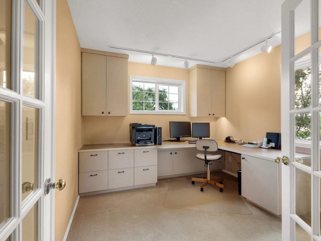 7437 SW 32nd Ave Portland OR-large-025-030-Office-1331x1000-72dpi