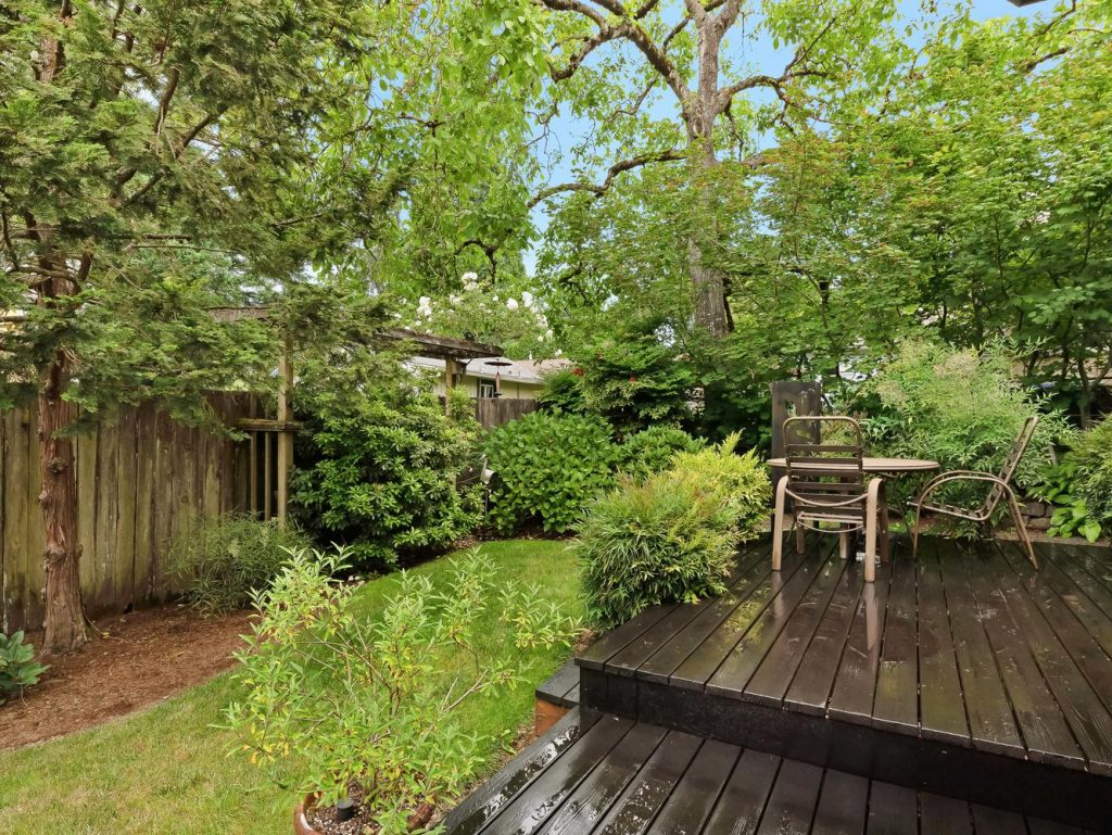 7437 SW 32nd Ave Portland OR-large-030-029-Deck and Yard-1331x1000-72dpi
